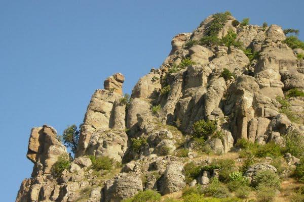 Долина привидений водопад Джур-Джур – храм-маяк в Малореченском