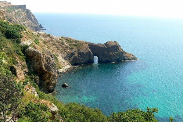 Морем от Балаклавы к гроту Дианы